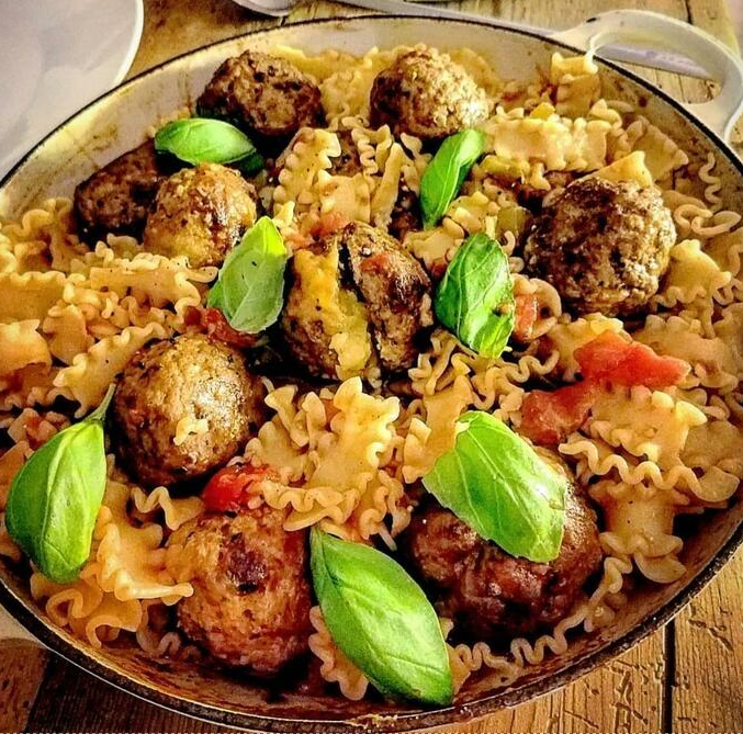 Cahill's Garlic & Fine Herb Cheese Stuffed Meatballs (Served with Pasta)